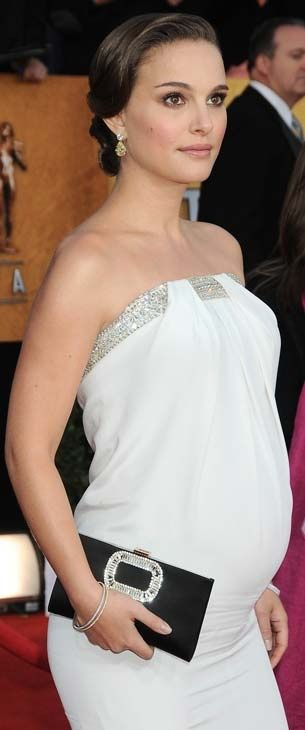 Natalie Portman's style when pregnant..elegant & stylish...perfect clutch..just enough bling... - elagance!!