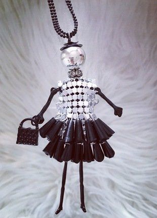 Kupuj mé předměty na #vinted http://www.vinted.cz/doplnky/nahrdelniky-and-privesky/14760140-fashion-panenka-cerno-stribrna-s-cernou-koralkovou-sukni