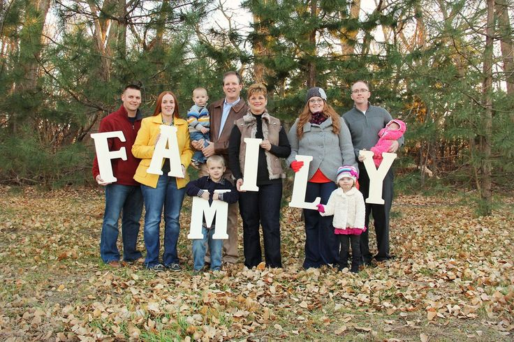 FAMILY - May be a neat idea for a big family picture!  @Marla Landreth Landreth Landreth Landreth Spohr