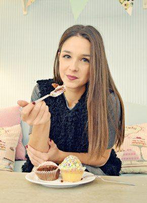 > Badila Outgoing < Badila girl @ sweetheart cupcakes!