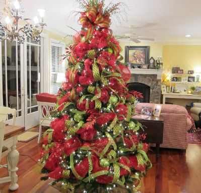 christmas trees with mesh ribbon | Beautiful Deco Mesh Christmas Tree From Ladybug Wreaths