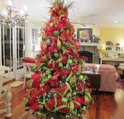 christmas trees with mesh ribbon | Beautiful Deco Mesh Christmas ...