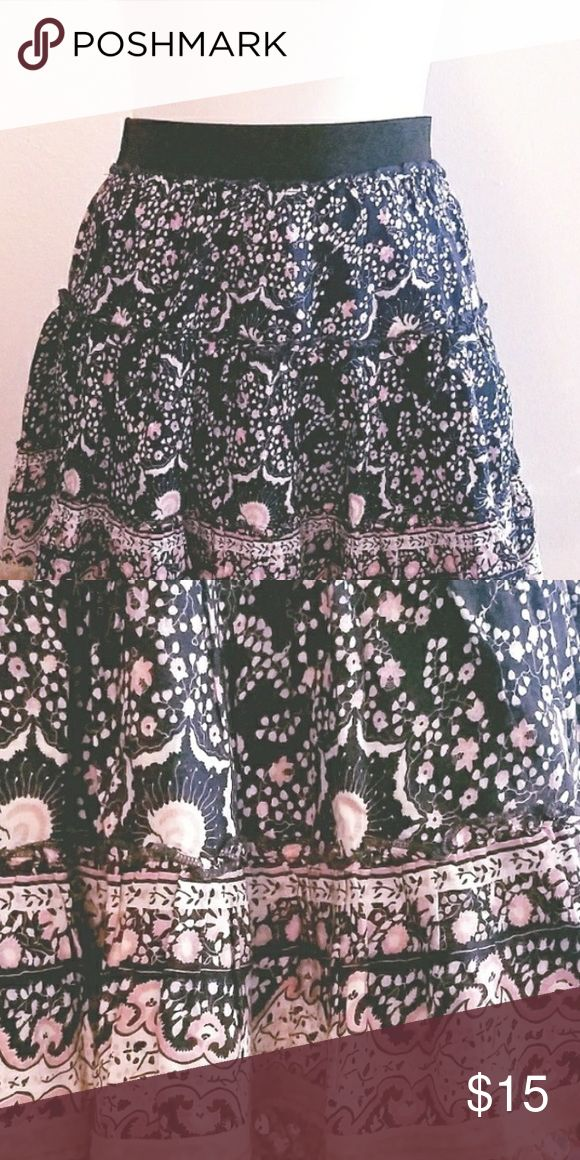 Free People Sequin Skirt Lovely multi color skirt (Black, peach, white) with gold sequins at hem and black stretch waist band.  Lined.  EUC. Great with boots or flats. Free People Skirts Mini
