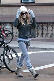 "Sarah Jessica Parker 5'1"" cropped jacket Yes. shirt should not be longer than jacket. Man. B-"