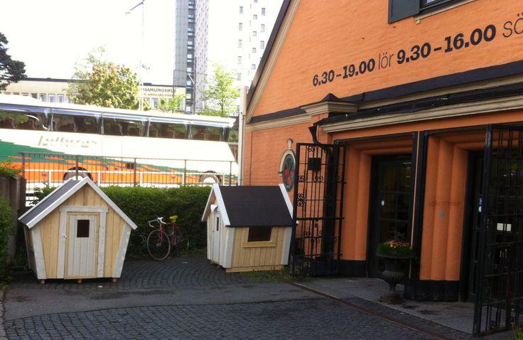 2 Lekstuga Emily outside ( Paint Butik ) MÅLERIBUTIKEN I ALVIK http://lekfab.se/Emily.html