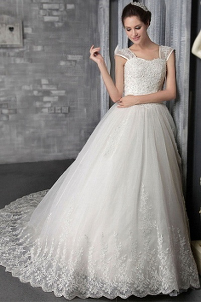 Elegant Straps A-Line Wedding Dress wr0025 - http://www.weddingrobe.co.uk/elegant-straps-a-line-wedding-dress-wr0025.html - NECKLINE: Straps. FABRIC: Tulle. SLEEVE: Sleeveless. COLOR: Ivory. SILHOUETTE: A-Line. - 134.59