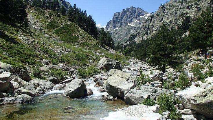 Warum du unbedingt nach Korsika mußt: eine Liebeserklärung, oder ein Reisebericht in Bildern! Flüsse, Berge, Gumpen, weiße Strände. All das bietet Korsika!