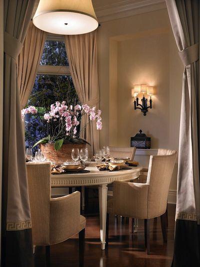 coin salle à manger avec rideaux