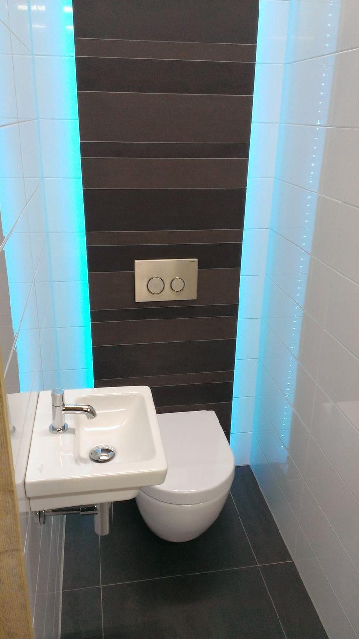 Toilet met led verlichting in de achterwand badkamer idee n pinterest toiletten en met - Tegels wc design ...