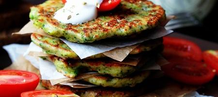Оладьи из брокколи и пармезана - рецепт приготовления