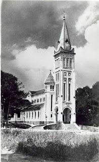 La catedral de Dalat (Da Lat), Vietnam. Construida por los franceses. http://www.vietnamitasenmadrid.com/2012/02/catedral-de-da-lat.html