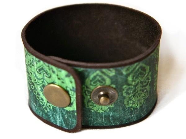 green/leader bracelet