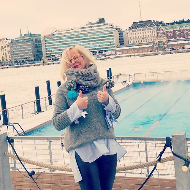 Thumbs - two - up to Allas @allasseapool refreshing & relaxing in the middle of Helsinki #seapool #sauna #saunaunescoon #helsinki #visithelsinki #lunchbreakselfie #butfirstletmetakeaselfie