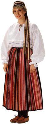Seiskarin naisen puku. Kuva © Helmi Vuorelma Oy
