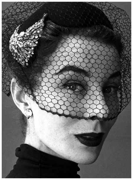 Fifties cocktail hat with veil and diamante broich