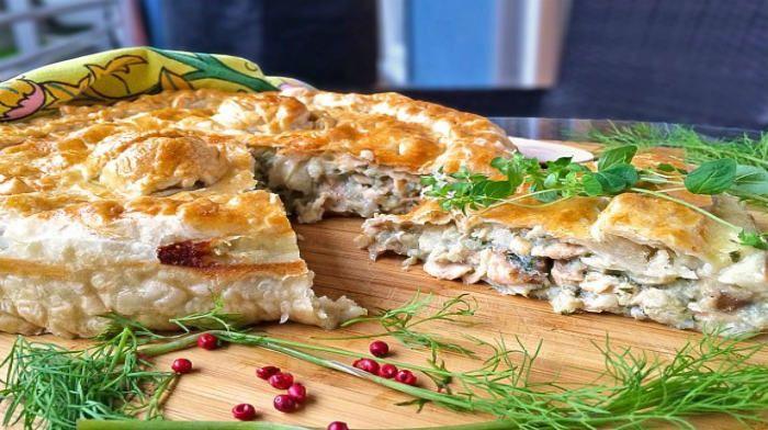 Ленивый рыбный пирог Этот ленивый рыбный пирог — универсальная идея для тех, кому не хочется долго возиться на кухне. Все ингредиенты так просты, что они есть дома у каждого, только нужно запастись рыбкой. Мы делимся с вами базовым вариантом, а потом Вы сами можете усовершенствовать его и поделиться идеями с нами!