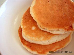 Oopsies är en variant av bröd helt utan mjöl som kan användas både till smörgås och rulltårta. Till
