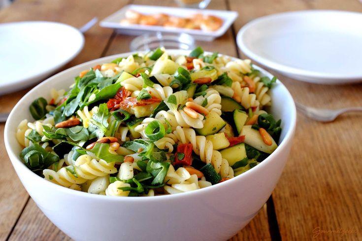 best 10 mediterraner nudelsalat ideas on pinterest mediteraner nudelsalat mediterraner salat. Black Bedroom Furniture Sets. Home Design Ideas