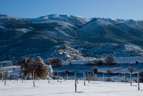 Le village de Saint-Jurs (04) sous la neige