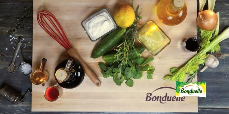 Если в выходные вы собираетесь на шашлыки, у нас есть быстрые рецепты идеальных соусов к баранине, свинине, курице и картофелю, а также универсальная заправка для свежих салатов - смотрите в нашем мастер-классе.