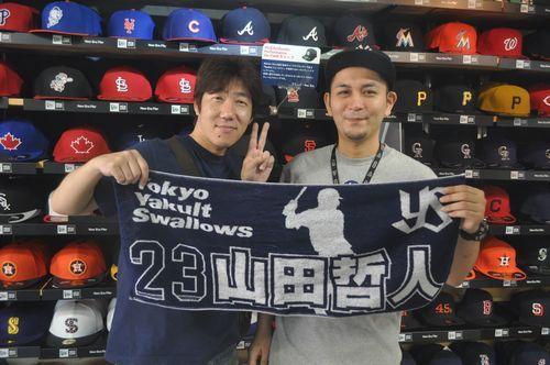 【新宿1号店】2014.07.14 ヤクルトファンの常連様にご登場いただきました!!これからは山田選手にヤクルトを背負って行っていただきたいですね!