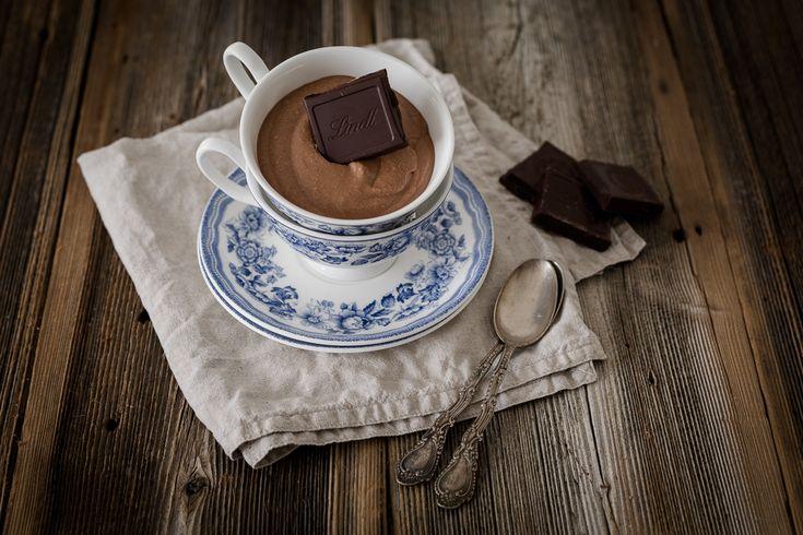 Zartbitterschokolade. Eine Schokolade bei der sich die Geschmäcker teilen. Der eine mag sie, der andere nicht... Mousse au Chocolate mit Lindt Creation