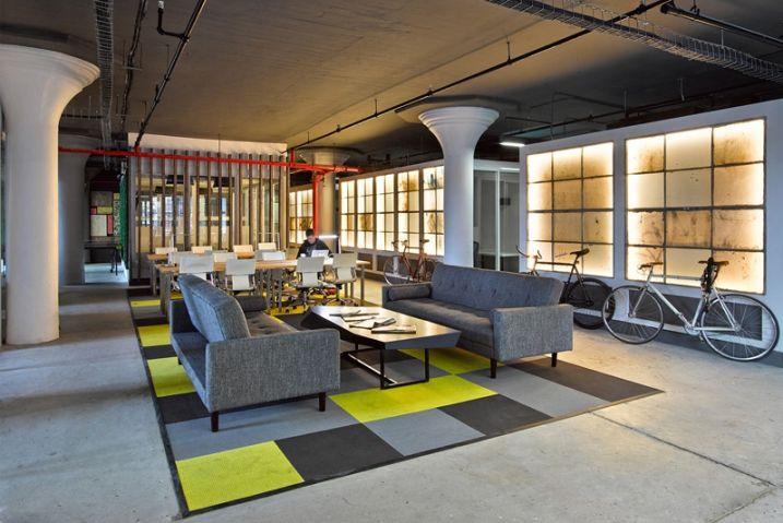 STUDIOSC s'est occupé de la transformation et de l'aménagement d'une ancienne l'usine de 1000 mètres carrés en espace de Coworking (bureaux partagés) pour la société Brooklyn Desks.