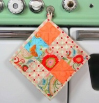 patchwork potholderLark Crafts, Sewing Projects, Pots Holders, Stash Happy, Scrappy Potholders, Patchwork Potholders, Potholders Pattern, Potholders Ideas, Hot Pads