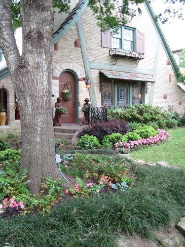 a more structured cottage garden design for those that like their landscapes clean and tidy - Garden Design Cottage Style