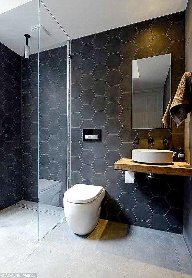 Mycket tid spenderas i badrummet och är ett rum som förtjänar uppmärksamhet och kärlek. Ingen nyhet, men det är oftast de genomtänkta detaljerna som gör det. Här är 13 badrum med extra fina detaljer.
