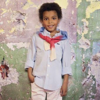 Vinrose blouse Ollie | Chambray blouse met button-down kraag en een contrasterend, oranje knoopje op de borst en op de manchetten en mooie borduursel.