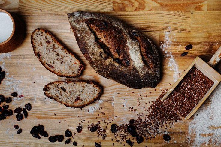 Біля нашої хлібної полиці найчастіше питають: «Кейп-код є?».  Чому? Тому що Жернова ТМ - це один з найкращих хлібів, який Ви можете купити в Україні. А Кейп-Код - найулюбленіший з них :)  Його пече на власній пекарні подружжя Jim Haas і Larissa Haas. Натуральні інгредієнти, дров'яна піч, ручна робота.