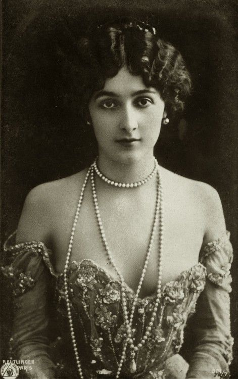 LIna Cavalieri (1874-1944) She was an actress and an opera singer and she was considered the most beautiful woman in the world. According to legend, she received 840 marriage proposals.