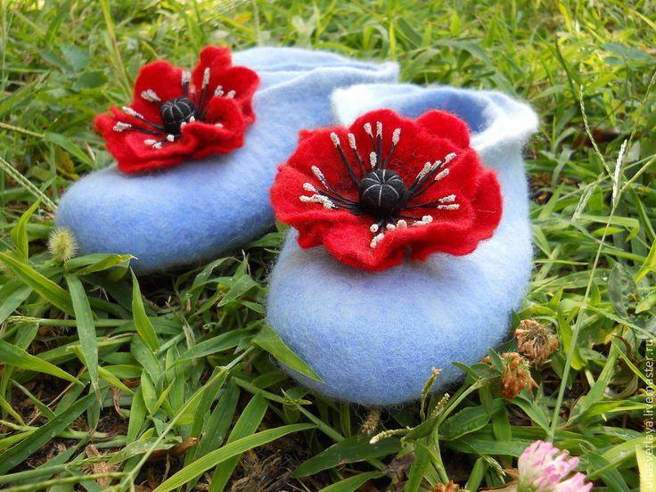 """Купить Тапочки валяные Маки на голубом - голубой, голубые тапочки, войлочные тапочки, тапочки войлочные, buy felted slippers """"Poppies"""""""