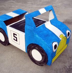 Voiture en carton {tuto} - DIY cardboard car for child - Jeux et loisirs - Pure Famille