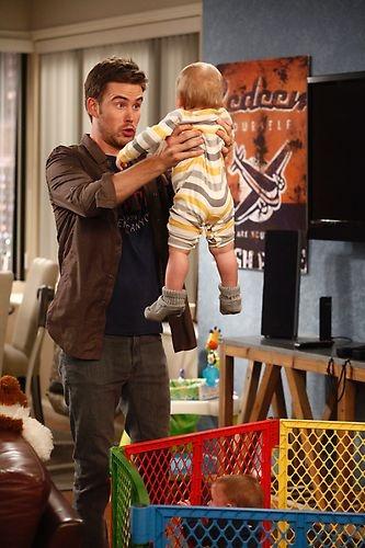 Guys With Kids - Season Pilot / Zach Cregger / Baby