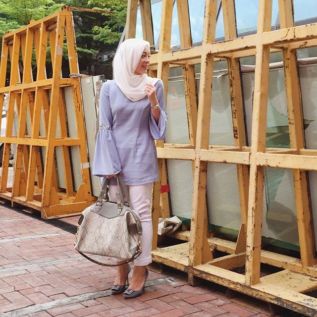 I'm all about classy backdrops. (Wearing @duckscarves, @poplook for FV top - go one size up as cutting is quite small, and @sometime_byasiandesigners Sofina 3 bag, all from @fashionvaletcom) #fvootd #duckscarves #poplookforfv #sofina3