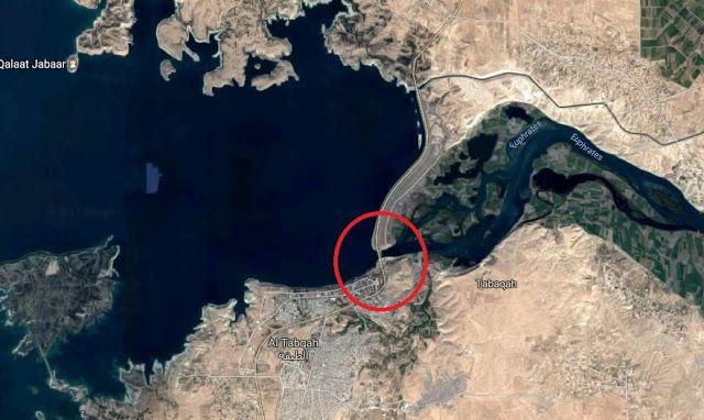 ISIS rumorkan risiko bendungan raksasa jebol  Bendungan Taqbah terbesar di Suriah  Kelompok militan ISIS memperingatkan risiko jebolnya bendungan Tabqa. Dam terbesar di Suriah yang menjaga persediaan air di sungai Efrat. Kini lokasi itu sedang diincar milisi SDF yang didukung AS. Mereka sedang mencoba merebutnya dari militan. Operasi SDF di sekitarnya telah dimulai sejak Jum'at (24/3). Namun menurut pengumuman ISIS bendungan raksasa berada dalam risiko besar akan jebol karena adanya serangan…