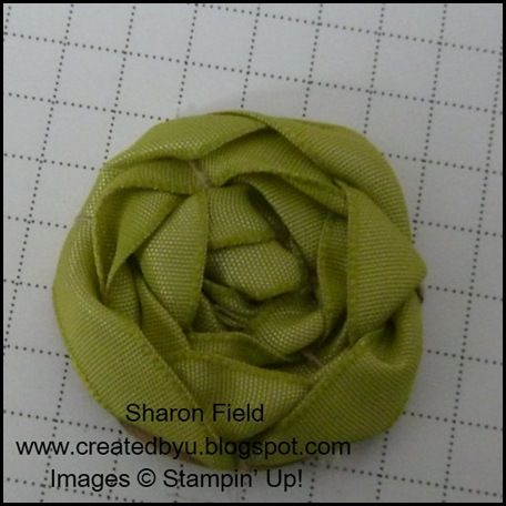 Love this easy ribbon rose, the directions look intimidating, but I think after the first couple it must get easier.