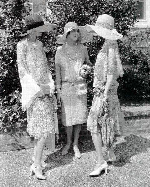 ∴ Trios ∴ the three graces, sisters, triplets & groups of 3 in art and vintage photos - 1920s beauties