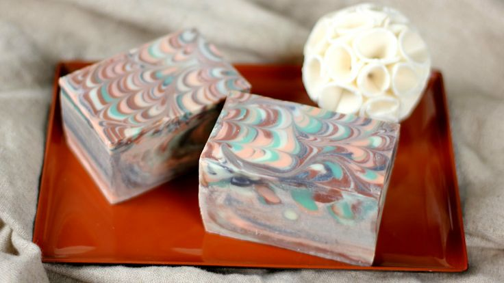 How to Make the Perfect Peacock Swirls in Soap. http://www.brambleberry.com/