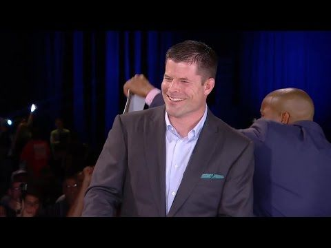 Fans chant 'one more fight!' for Brian Stann - YouTube