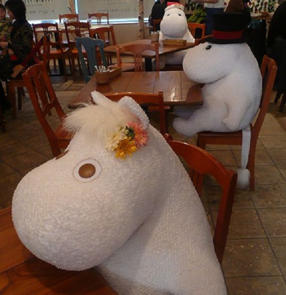 With the stuffed characters of the Moomin Café, you'll never dine alone!