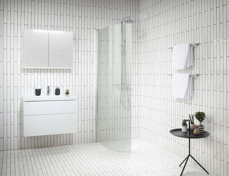 For dig som drømmer om et hvidt badeværelse, men ikke ønsker at tilføje de traditionelle kvadratiske fliser, vil vi fortælle om den lange, smalle flise som lægges forskudt.