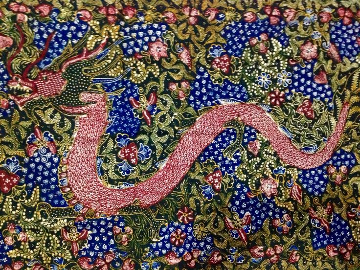 Hand-written Shawl Batik Lasem Bangbiron Phoenix Dragon by Sigit Witjaksono the maestro. Private collection of Arief Laksono.
