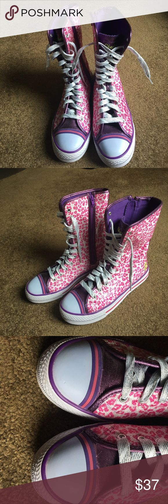 Sketchers sneaker high top leopard print pink Sketchers sneaker high top leopard print pink. Tag says US size 6 but it fits more like a women's size 8 Only worn a few times. Has minor marks of wear.( refer to pictures before buying) Skechers Shoes Athletic Shoes