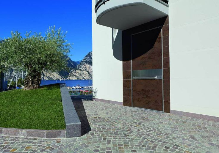 Synua door with Synua Wall System by Oikos Venezia.  www.oikos.it/products/Synua%20Wall%20System