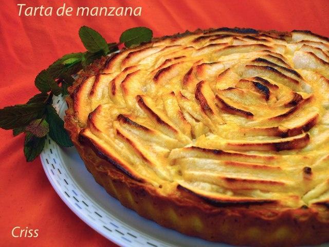 Tarta de manzana y crema pastelera. Ver la receta http://www.mis-recetas.org/recetas/show/12174-tarta-de-manzana-y-crema-pastelera