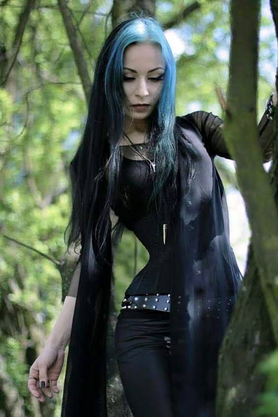 1000 Ideas About Gothic Girls On Pinterest Goth Girls