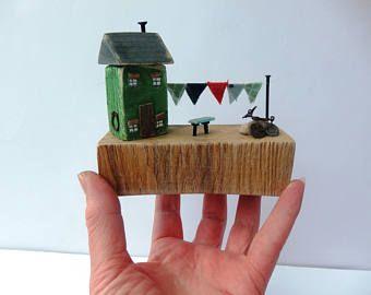 Cabaña madera miniatura, reclamada casa de madera casa de madera, regalo de calentar la casa, casa verde, empavesado, bicicleta miniatura